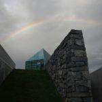 モエレ沼公園・ガラスのピラミッド(HIDAMARI)に掛かる虹。