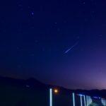 火球のような流れ星。ペルセウス座流星群。支笏湖畔にて。