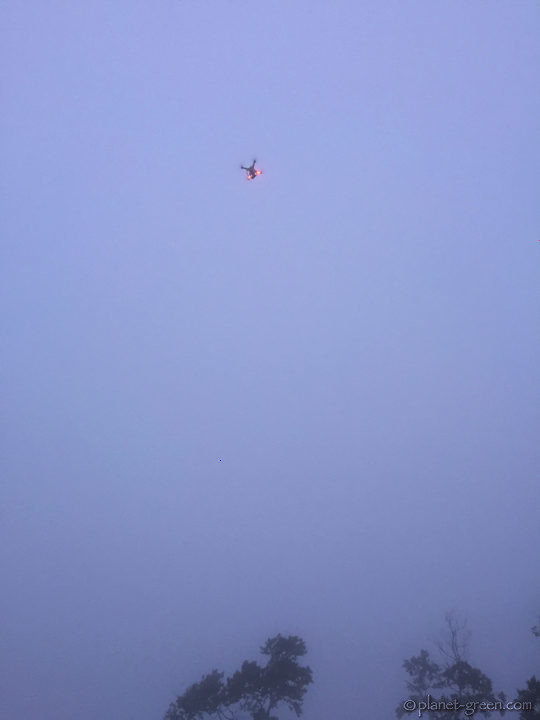 霧の中のドローン