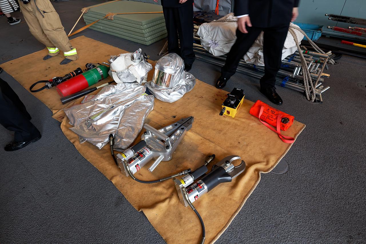 「護衛艦はまぎり」の一般公開にて 消防用具