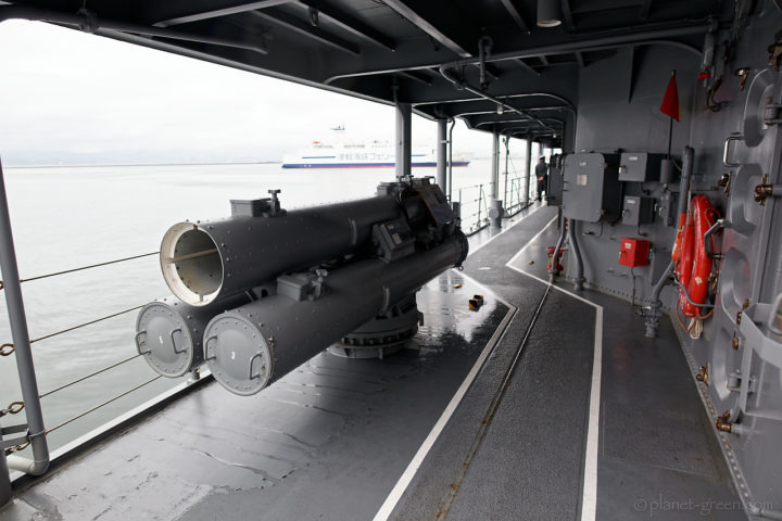 「護衛艦はまぎり」の68式3連装短魚雷発射管